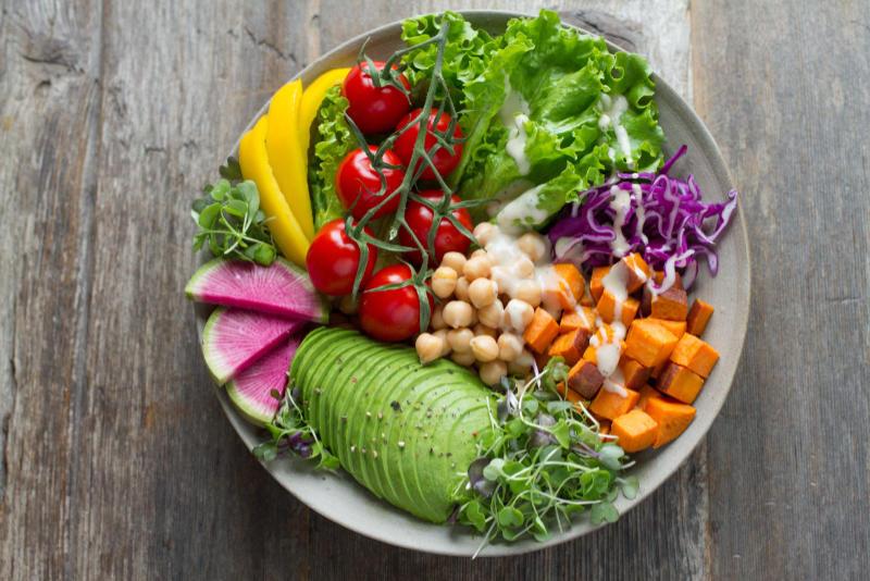 Tallrik-fylld-med-grönsaker